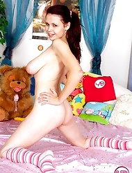 Brunete girl showing her big and natural boobies