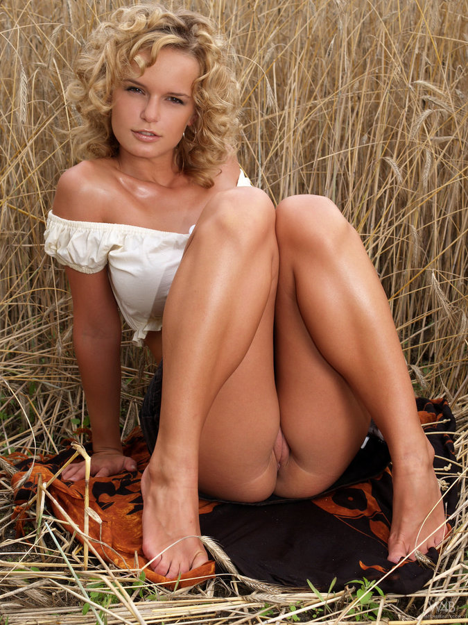 ... Busty Renata Daninsky Naked In The Field ...