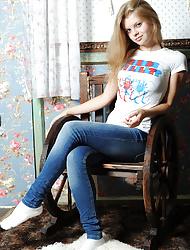 Hot Blonde Pornstar in Mini Jeans