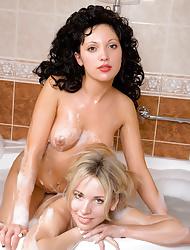 Hot teens Sirenia A and Natalia B take a bath together