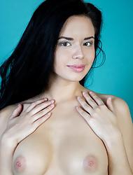 Sexy Nude Brunette Carmen Summer