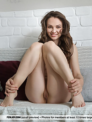 Slender Tanya H stretches her twat and perfect round ass